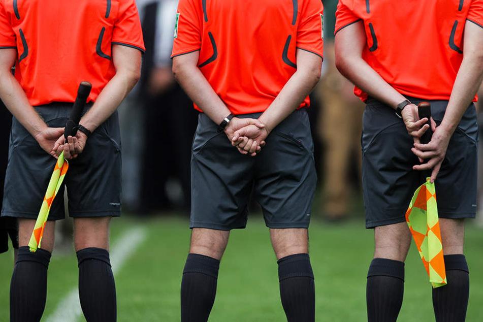 Die Schiedsrichterkollegen von David McNamara zeigten sich solidarisch. (Symbolbild)