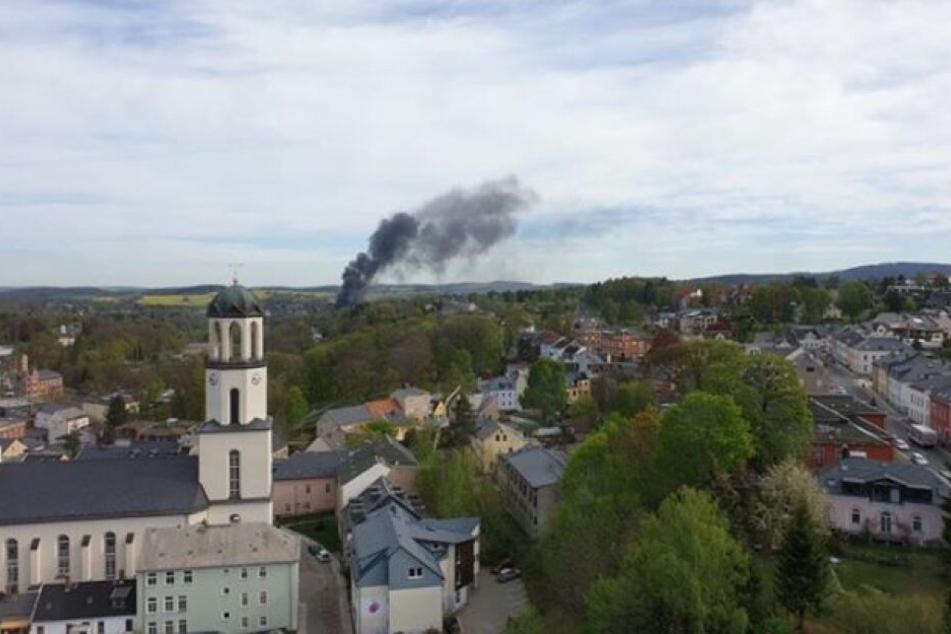 Über Rodewisch hängt eine Rauchwolke.