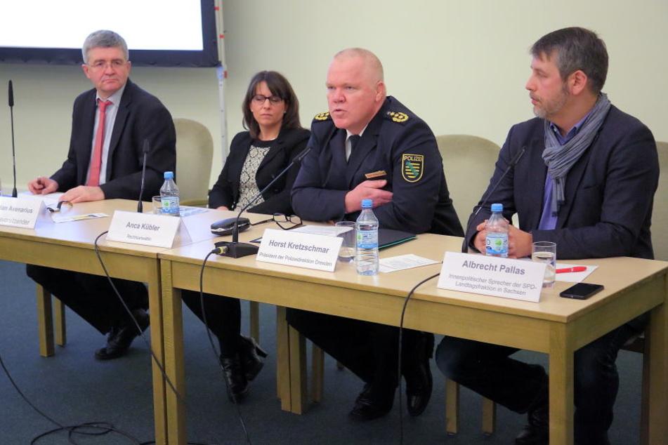Dresdens Polizeipräsident Horst Kretzschmar (56, 2. v.re.) berichtete über die Zahl der Straftaten.