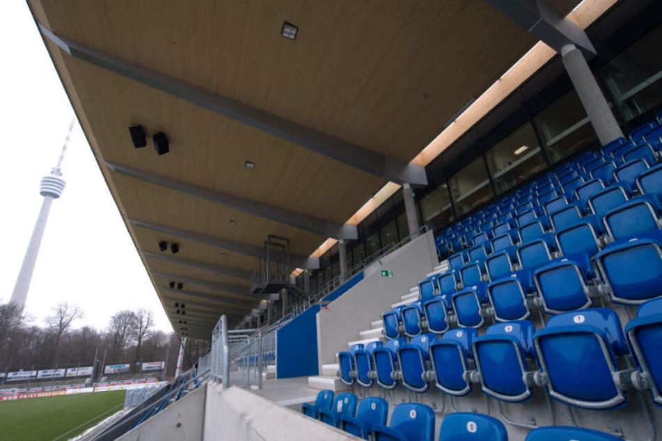 Das leere Stadion der Stuttgarter Kickers an der Waldau.