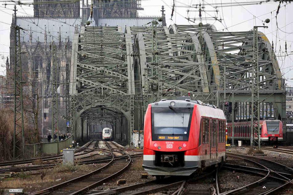 Am Montag kam es zu einem Schienenbruch auf der Kölner Hohenzollernbrücke.