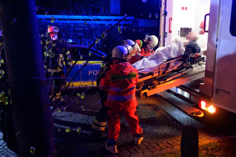 Hamburg: Feuer in Wohnung ausgebrochen: Bewohner und Polizist verletzt