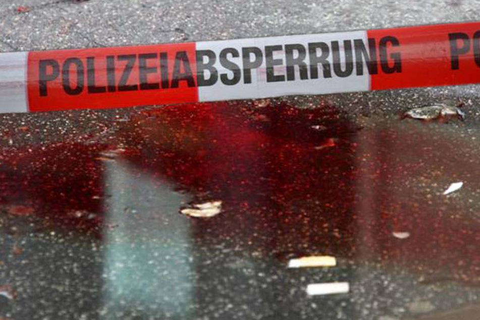 Rätselhafter Fall! Halb-Skalpierter 15-Jähriger liegt in Blutlache vor Heim