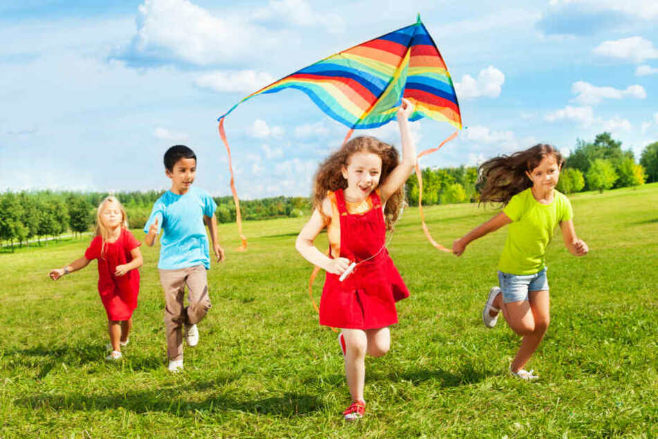 Auch heute lieben Kinder es noch mit Drachen zu spielen. (Symbolbild)