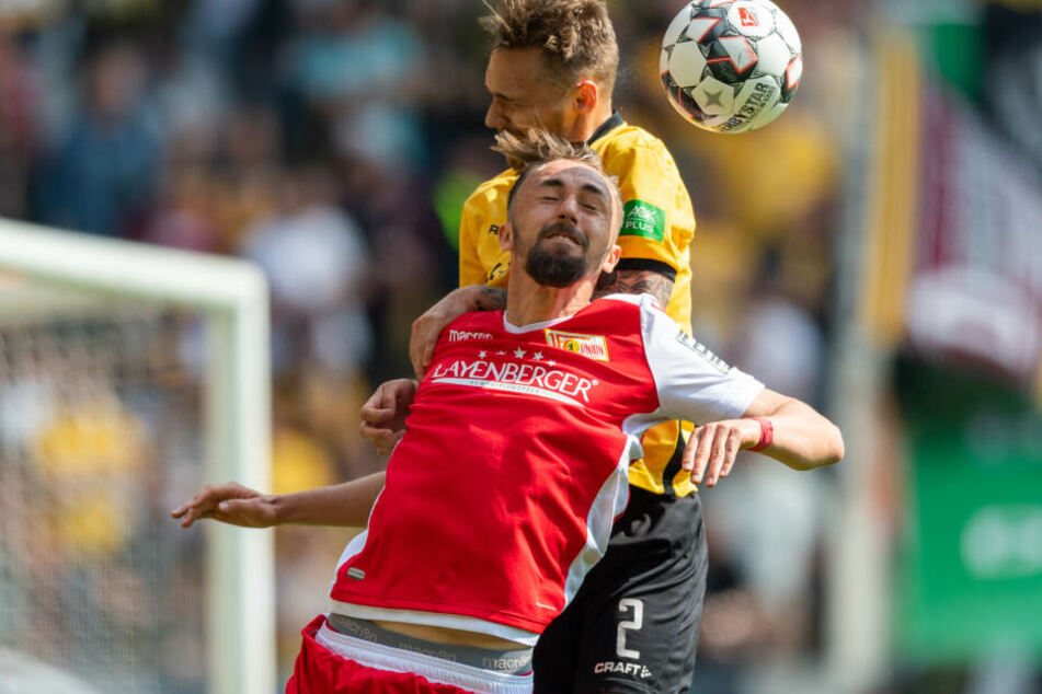 Dynamos Linus Wahlqvist im Kopfball-Duell gegen Unions Florian Hübner.