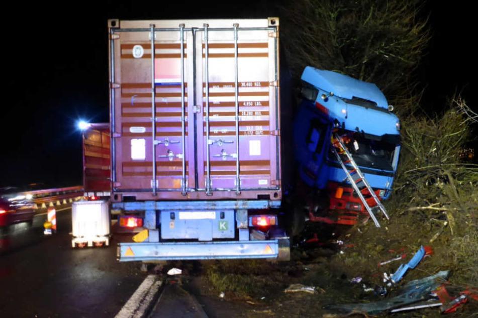 Auch der Kraftstofftank des Lastwagens wurde aufgerissen.