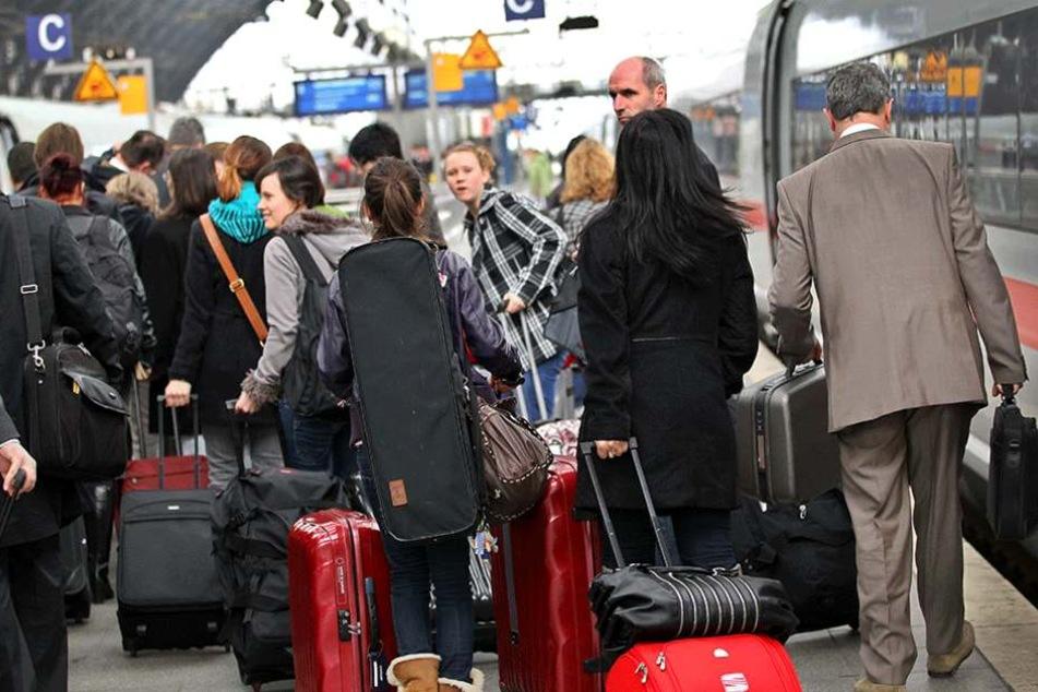 Professionelle Diebesbanden ziehen systematisch durch Züge und stehlen Gepäck unaufmerksamer Reisender (Symbolfoto).