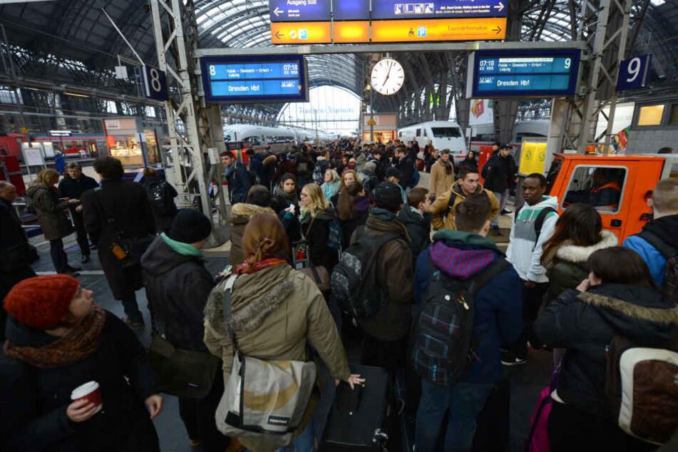 Für viele Pendler mittlerweile Alltag, trotz allem immer wieder Frust-Faktor: Verspätete oder ausgefallene Züge.