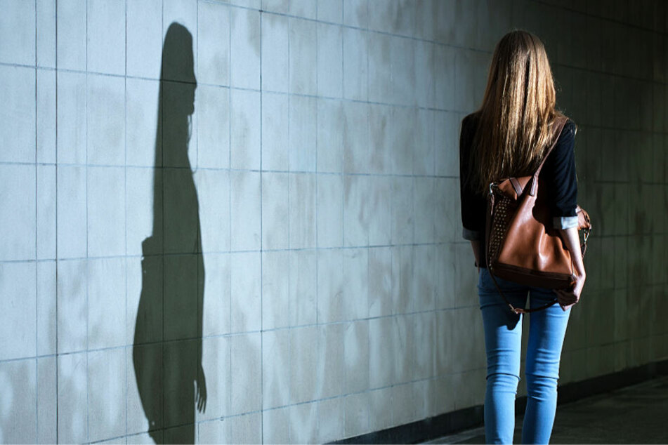 Die junge Frau war auf dem Heimweg von einem Discobesuch, als sie überfallen wurde (Symbolbild).