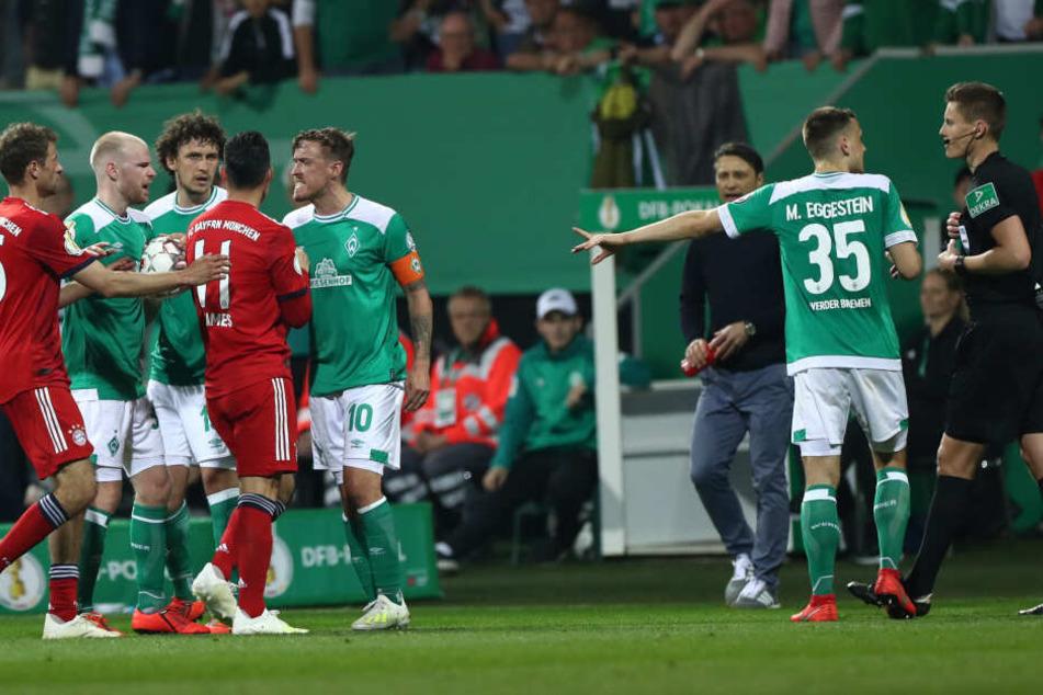 Ein umstrittener Foulelfmeter entschied den DFB Pokal-Krimi zwischen Werder Bremen und dem FC Bayern München.