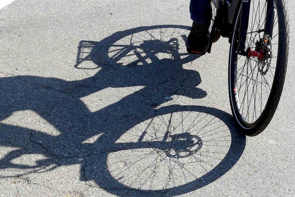 Eine betrunkene Fahrradfahrerin kam den Polizisten bei der Kontrolle bekannt vor. (Symbolbild)