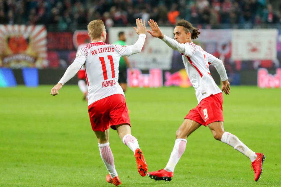 Timo Werner (li.) und Yussuf Poulsen erzielten die beiden Treffer beim 2:1 gegen Hannover 96.