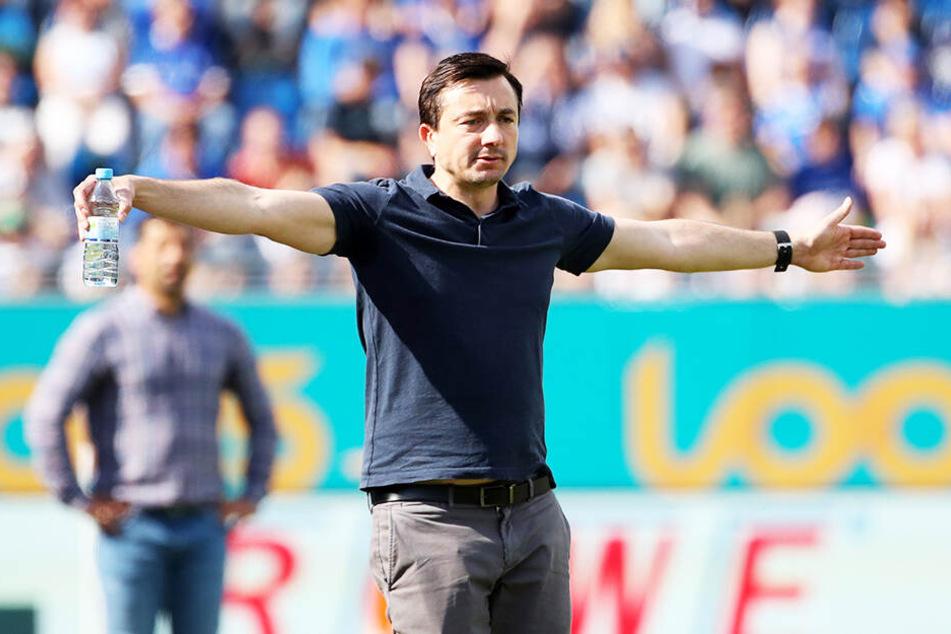 Was ist los? Das scheint FCE-Trainer Daniel Meyer mit seiner Geste ausdrücken zu wollen.