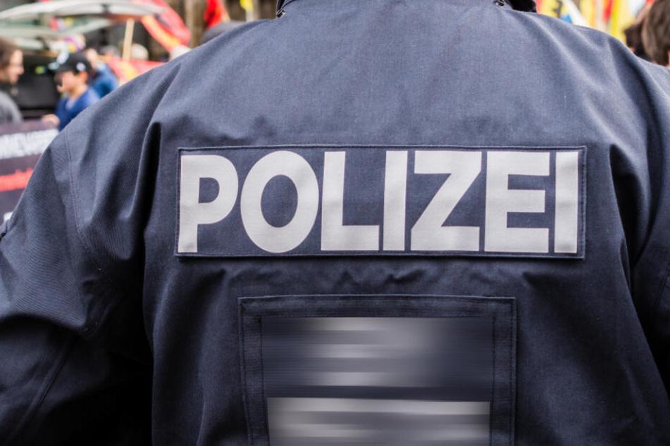 Die Polizei hat in der Innenstadt Verkehrsperrungen errichtet. (SYmbolbild)