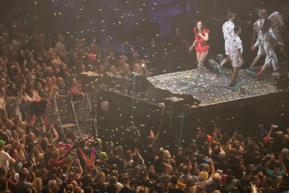"""Die Sängerin Jasmin Wagner, alias Blümchen, tritt bei der Retro-Show """"Die 90er live"""" auf. Mit dabei sind weitere Bands und Sänger aus der Zeit."""