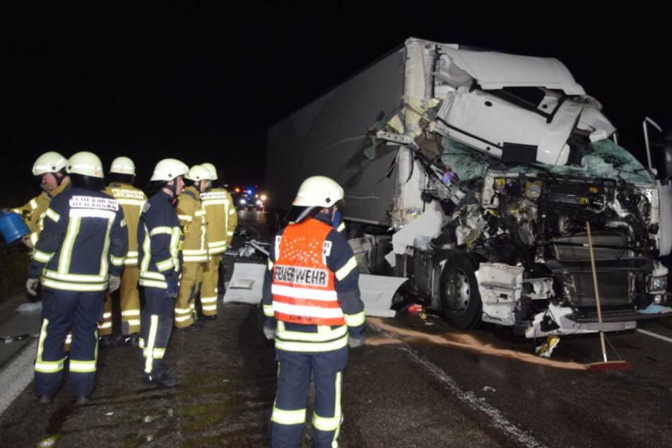 Das völlig zerstörte Führerhaus des Unfallverursachers.