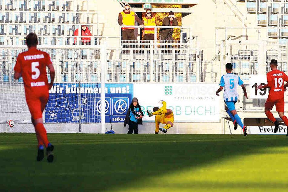 Am 16. Spieltag beendete Rafael Brand (nicht im Bild) mit diesem Tor in der Nachspielzeit die imposante Siegesserie des CFC. Viktoria gewann 1:0.