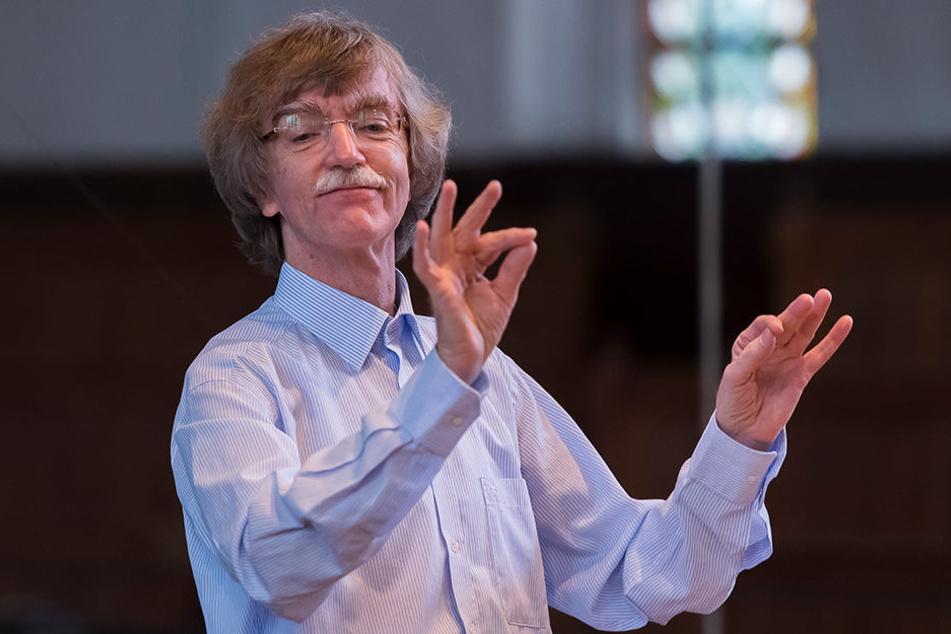 Der Leipziger Dirigent Gotthold Schwarz wurde am Mittwoch mit dem Bundesverdienstkreuz ausgezeichnet.