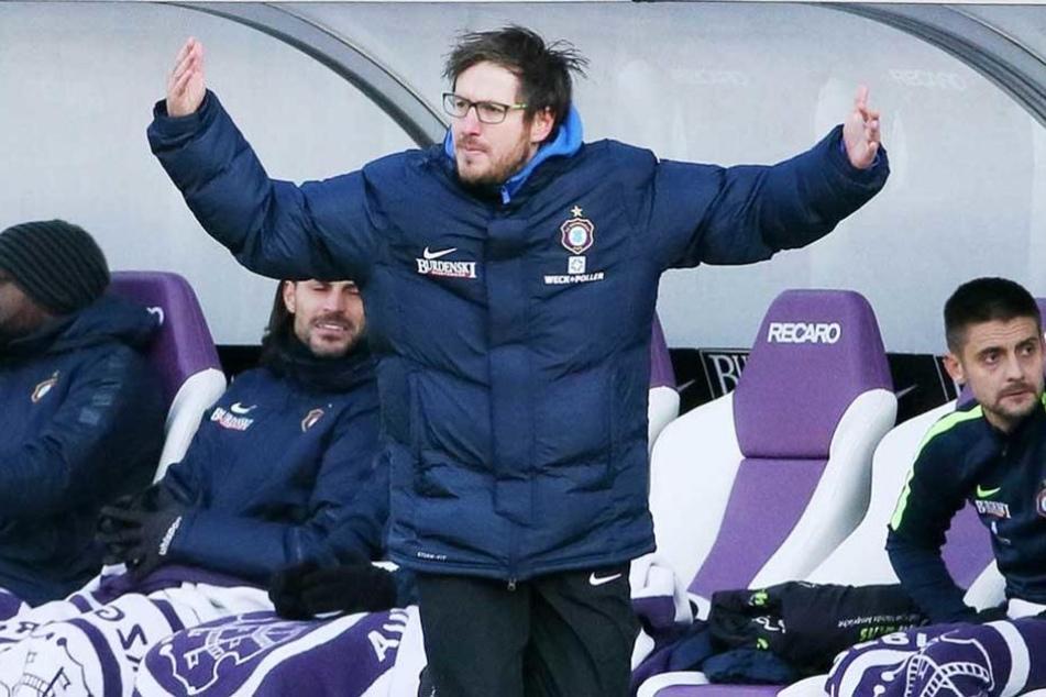 Voll fokussiert: Aues Cheftrainer Hannes Drews freut sich auf das heutige Abendspiel.