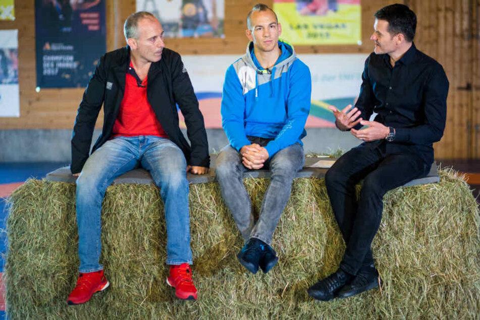 Treffen im ehemaligen Kuhstall (v.l.): Trainer Andreas Stäbler, Ringer-Weltmeister Frank Stäbler und Berater Jens Zimmermann.