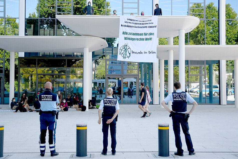 Klimaschutz: Aktivisten protestieren bei HeidelbergCement