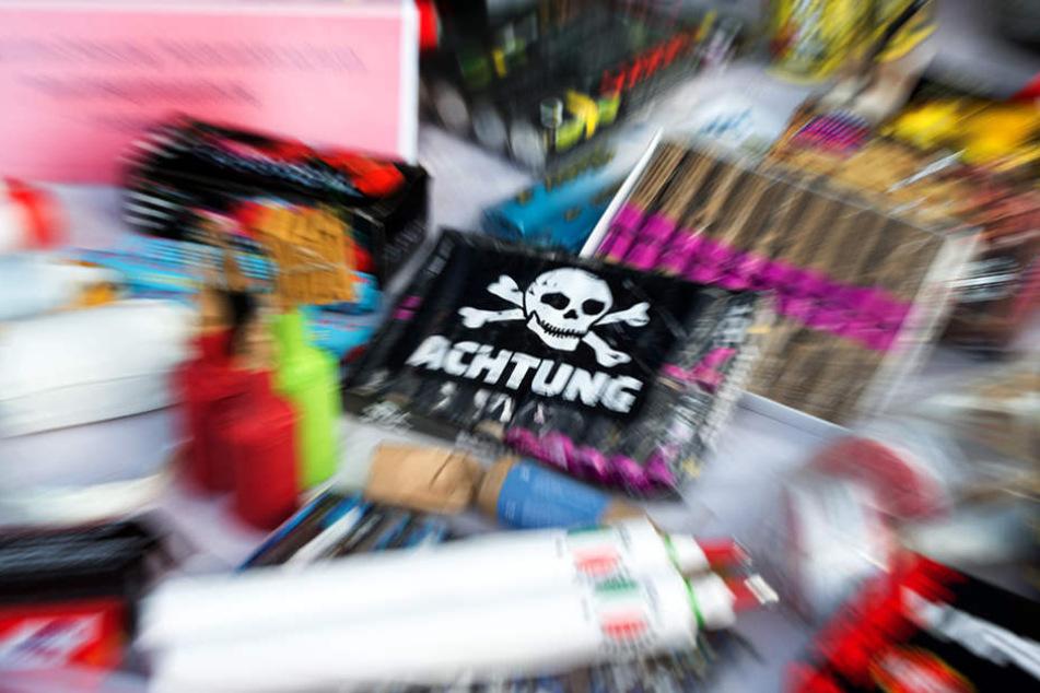 Verbotene Feuerwerkskörper und Böller ohne Zulassung werden jedes Jahr tonnenweise nach Deutschland geschafft.