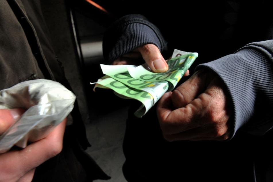Auf der Suche nach Dealer-Indizien: Die Beamten durchsuchten 19 Häuser und Wohnungen. (Symbolbild)
