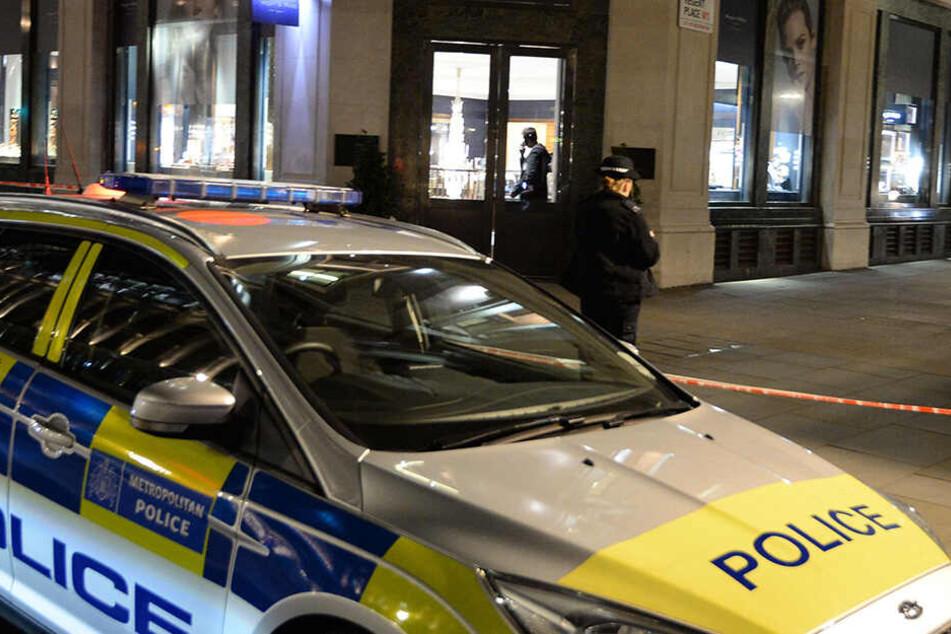 Der leicht bekleidete Polizist schlug die Täter in die Flucht.