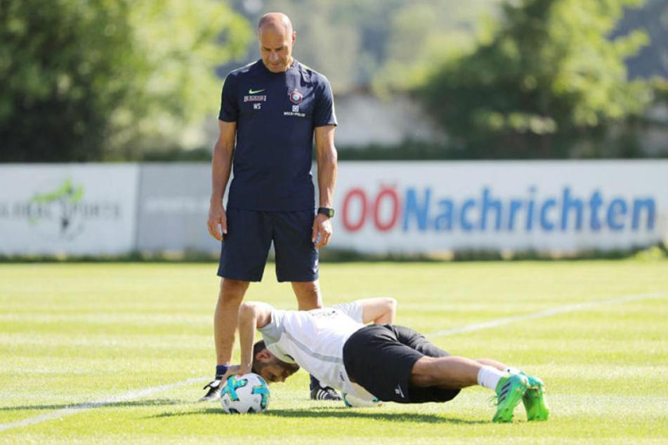 Ein weiteres Aufgabengebiet für Werner Schoupa: Er leitet das Training der Spieler, die nach Blessuren wieder einsteigen - wie hier Dimitrij Nazarov.