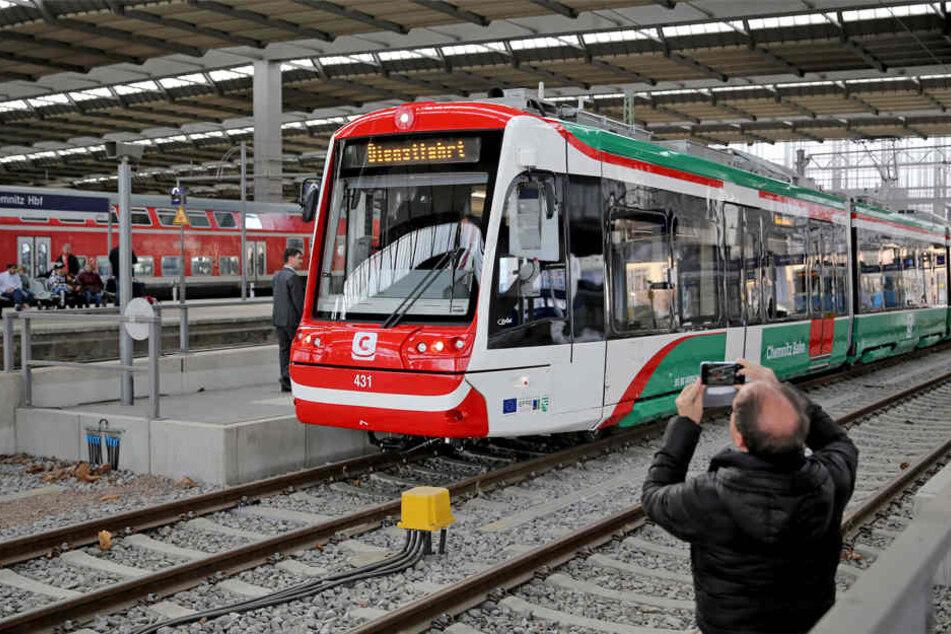 Neun Monate zu spät: Chemnitzer Pannen-Bahn darf jetzt fahren