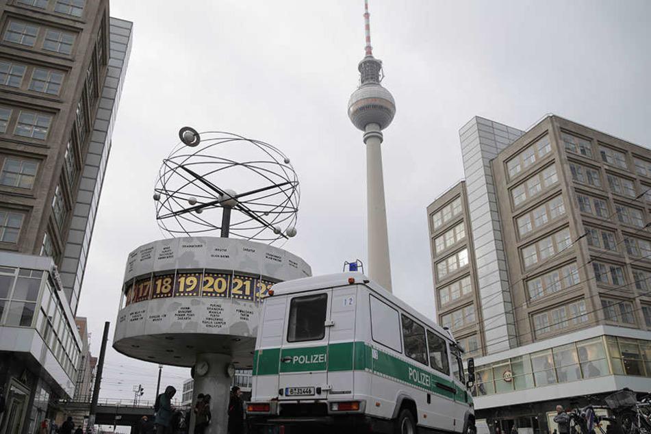 Brennpunkt Alexanderplatz: Nun soll eine Wache für 720.000 Euro den Berlinern Sicherheit gewährleisten. (Symboldbild)