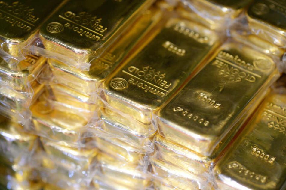 Aus einem geparkten Transporter wurden am Montag am Nova Eventis zwei Goldbarren und ein Diamant geklaut. (Symbolbild)