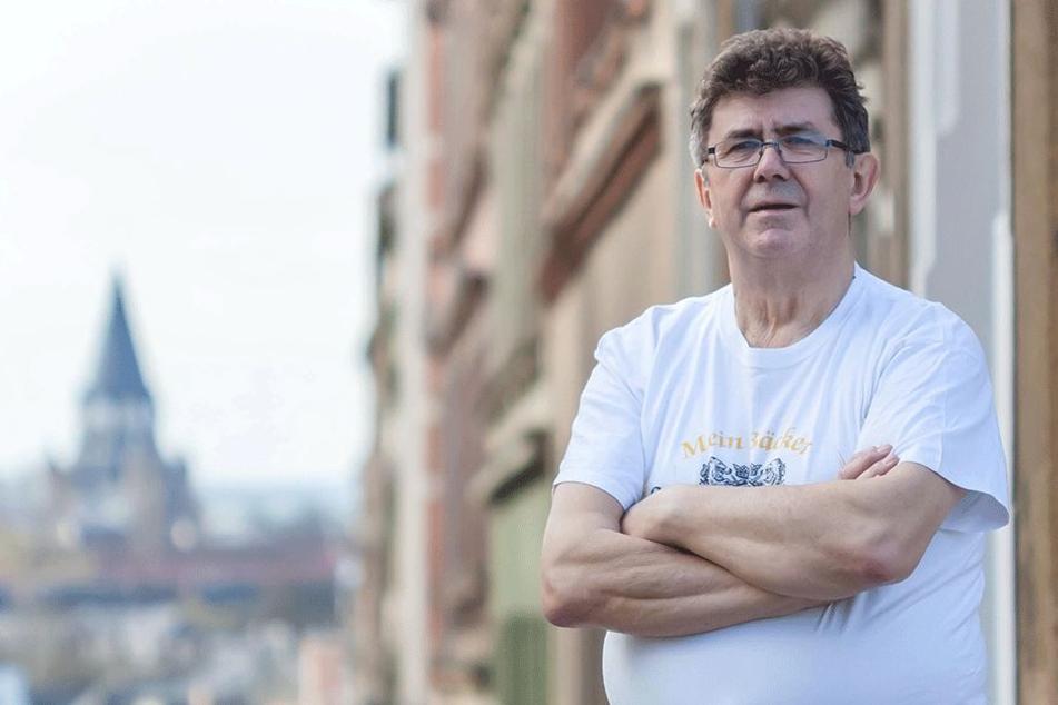 Wolfgang Meyer steht stolz vor einer seiner fünf Chemnitzer Filialen.