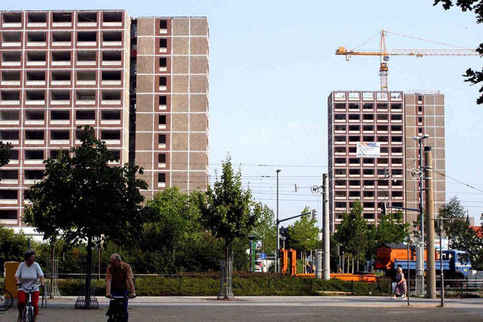 Willem-Alexander (49) und Máxima (45) werden auch einen Stopp in Leipzig-Grünau einlegen, um mit Anwohnern zu sprechen und sich ehemalige Plattenbauten aus der DDR anzuschauen.