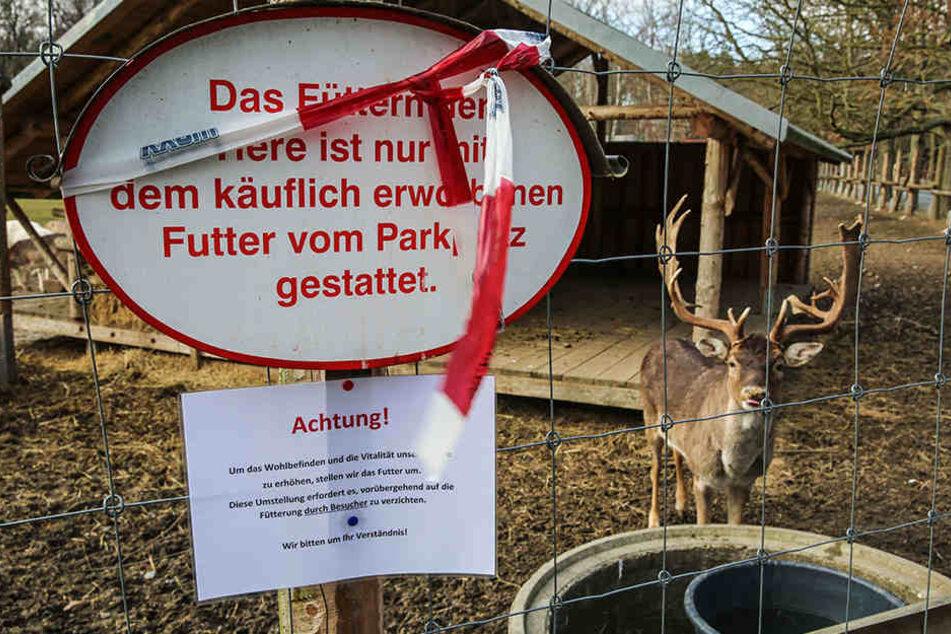 """""""Um das Wohlbefinden und die Vitalität unserer Tiere zu erhöhen"""" - so informieren die Park-Betreiber die Wildgehege-Besucher nach den Todesfällen über das Fütterungs-Verbot."""