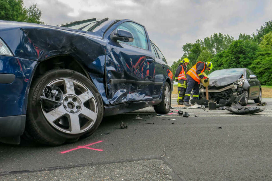 Heftiger Kreuzungs-Crash im Erzgebirge: Drei Verletzte