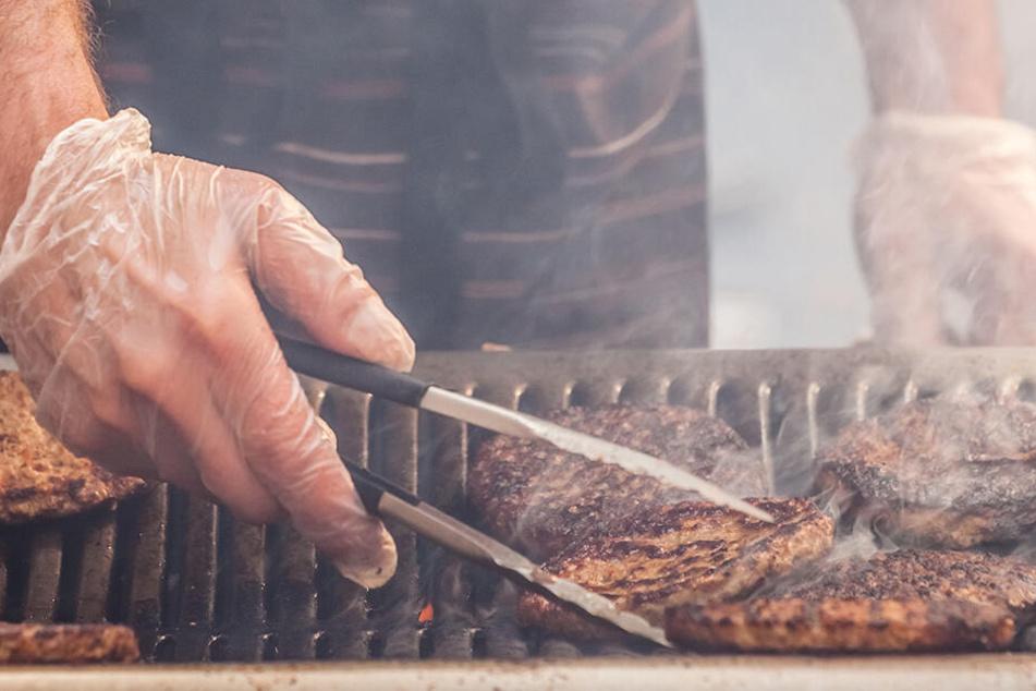 Veganerin verklagt Nachbar, weil er grillt