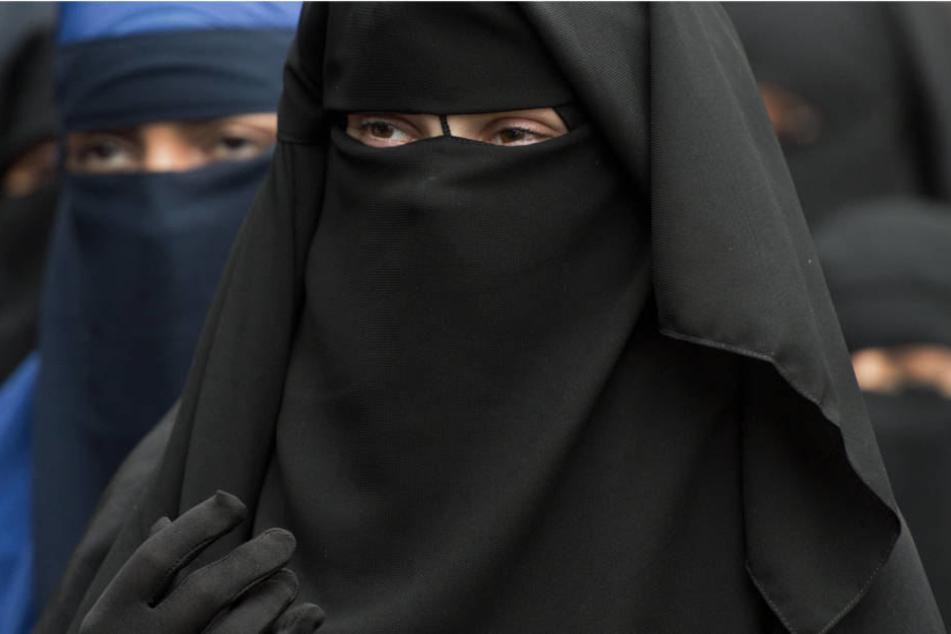 Landtag erörtert Strategien gegen salafistische Mütter