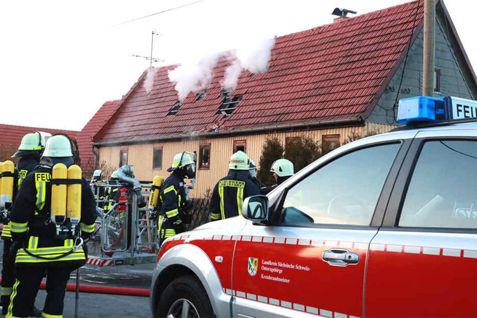 Die Feuerwehr musste zu einem Einsatz in Lohmen in der Sächsischen Schweiz ausrücken.