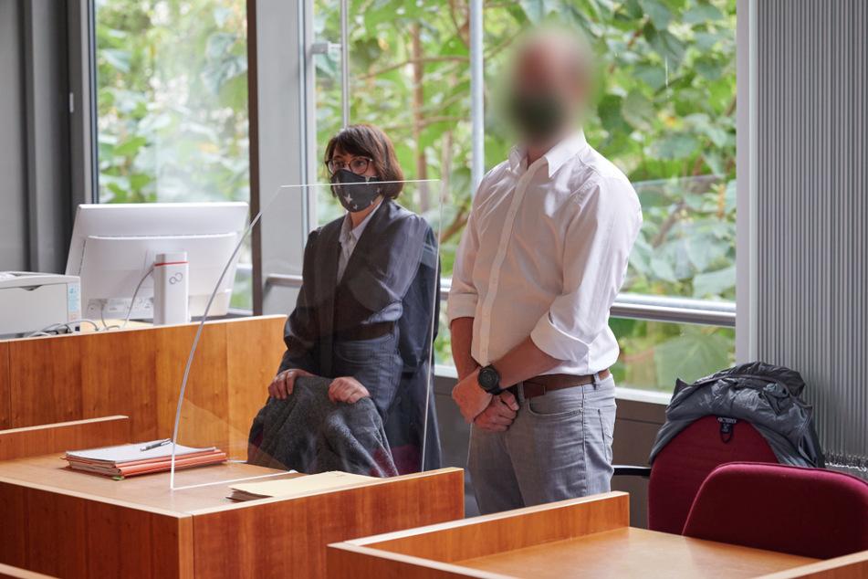 Der Kläger (rechts) am Mittwoch vor Gericht in Bonn.
