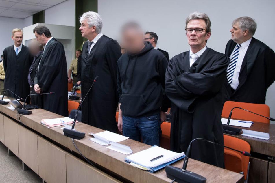 2017 standen bereits Andreas H. (vorne 2.v.l.) und Olaf O. (2.v.r.) in München vor Gericht.