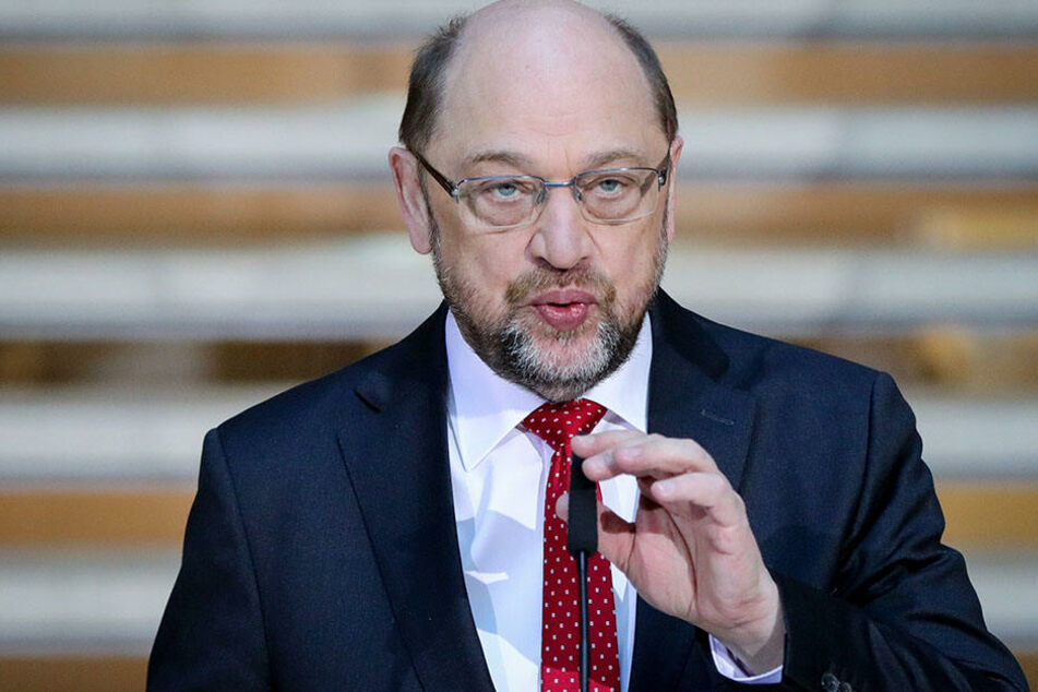 Martin Schulz spricht im Willy-Brandt-Haus zu den Medienvertretern.