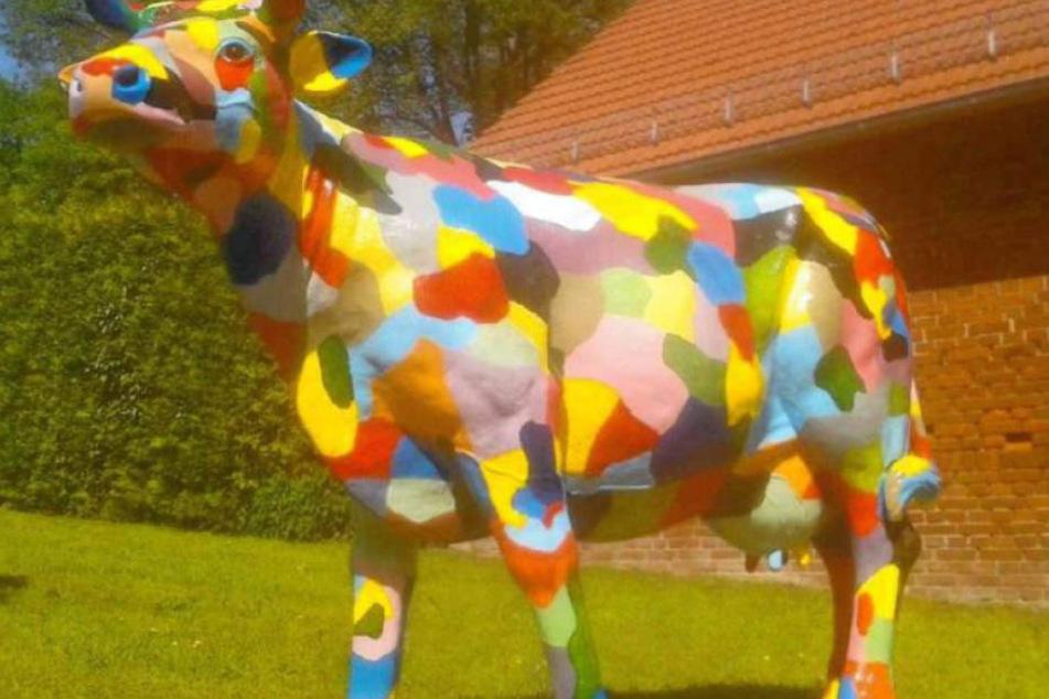 Den Dieben fiel eine lebensgroße und kunterbunte Acryl-Nachbildung einer Kuh zum Opfer.