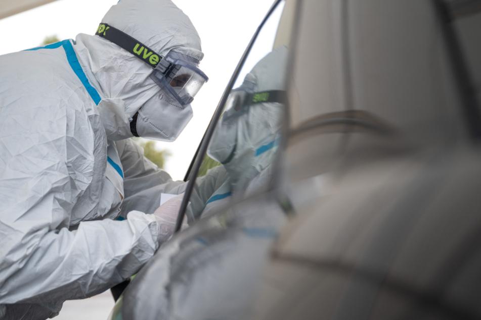 In Baden-Württemberg haben sich bislang mindestens 118.726 Menschen mit dem Coronavirus infiziert, 2296 starben.