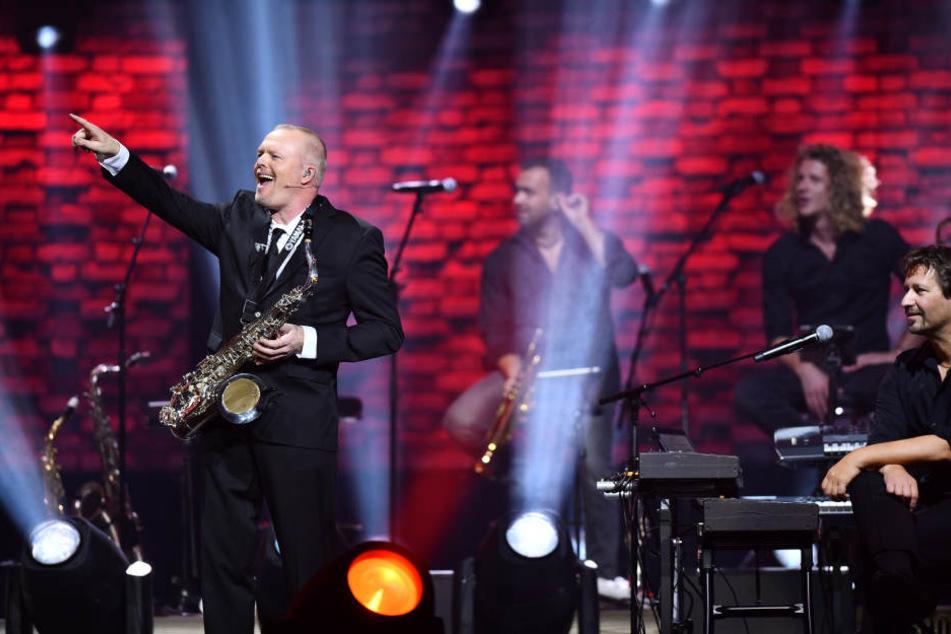 "Stefan Raab (51) präsentierte unter anderem seine musikalischen Hits wie ""Wadde hadde dudde da?""."