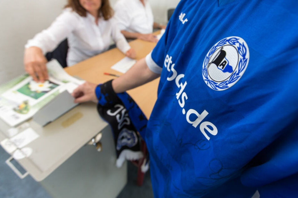 Vor dem Spiel ging es für viele Arminia-Fans erst mal ab ins Wahllokal. Parallel lief nämlich die Landtagswahl in NRW.