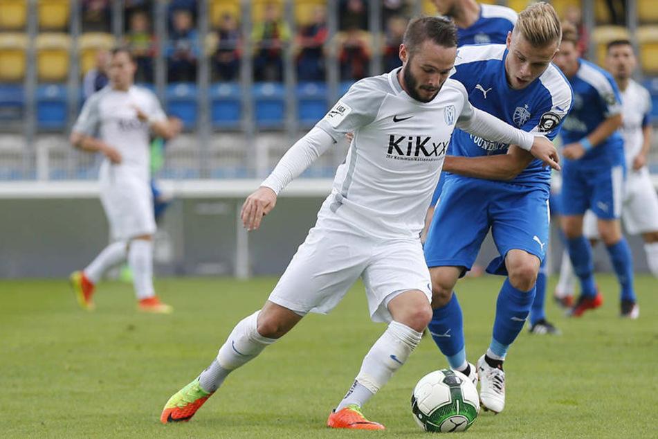 Jenas Guillaume Cros legte ein gutes Spiel gegen Marius Kleinsorge vom SV Meppen hin.