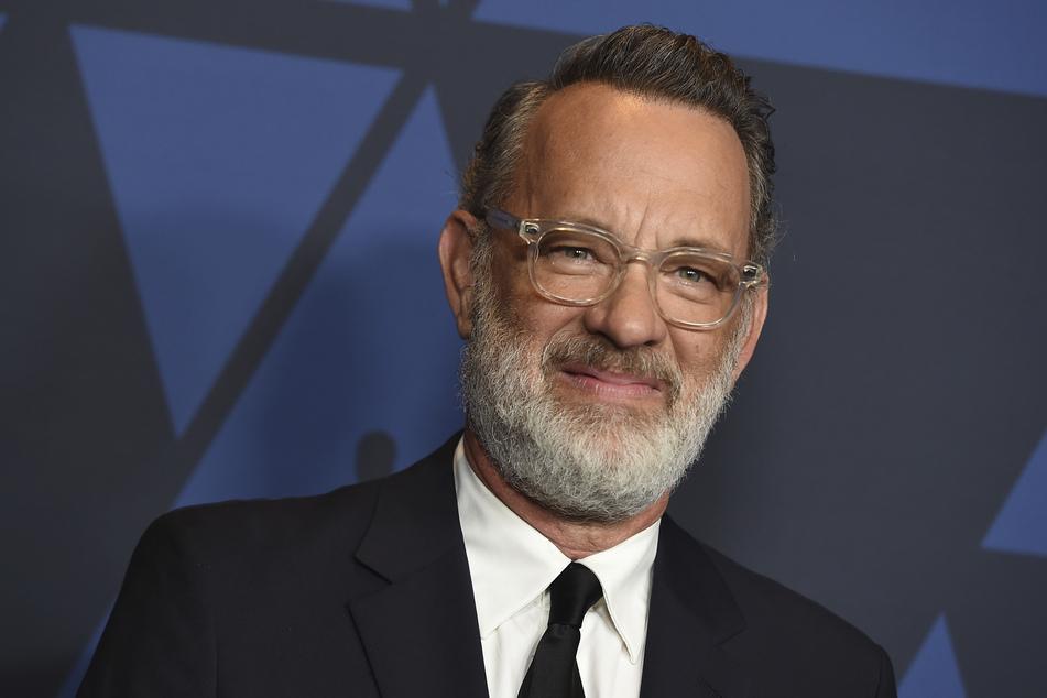 Der US-Schauspieler Tom Hanks (63) fordert die Menschen dazu auf, Gesichtsmasken zu tragen.