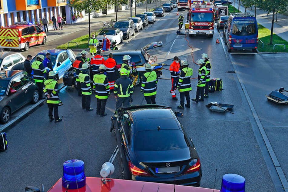 Sperrung nach Unfall in München: Eingeklemmte Frau muss befreit werden