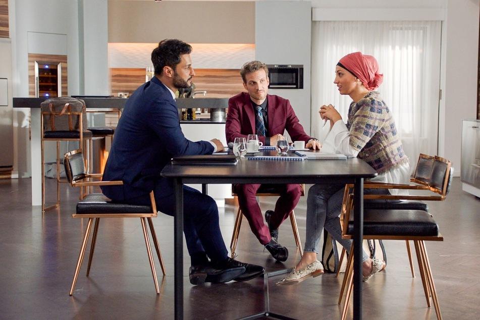 Dass Nazan mit ihrem Geschäftspartner Tarik Aydin flirtet, passt Felix überhaupt nicht.